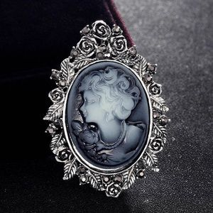 🆕 Antique Silver Lady Brooch